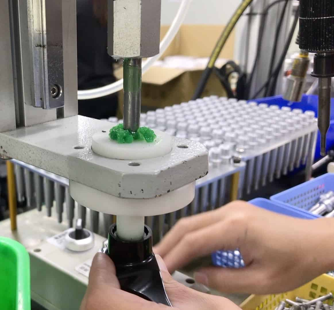 Grease injecting machine