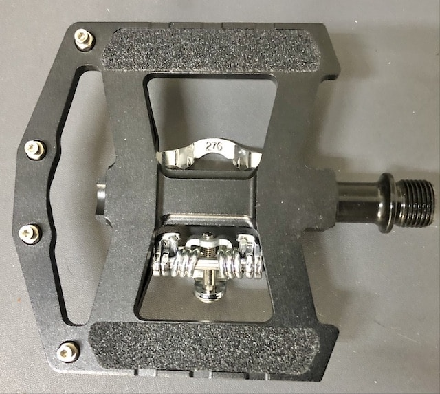 Flat pedal with sandpaper grip