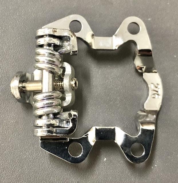 Pedal bracket Spring under light tension